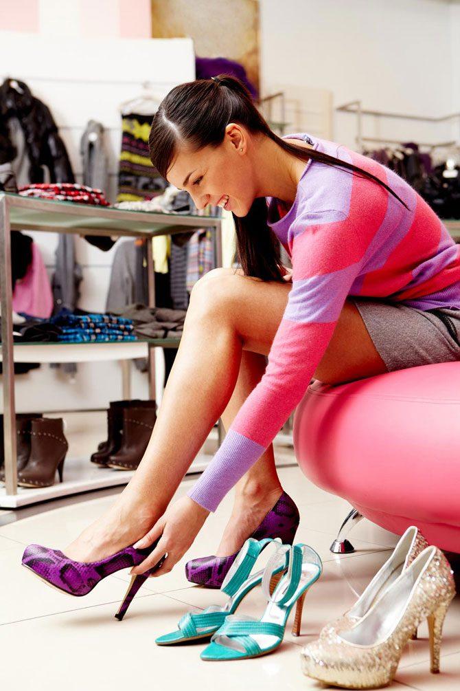 Обувь в сновидении – символ дороги / мелких житейских передряг / женских органов любви.