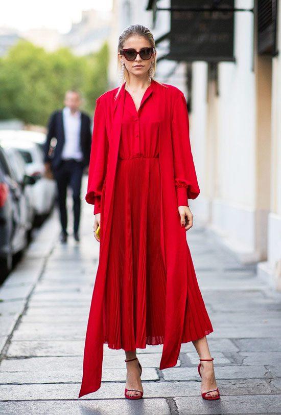 Как правильно сочетать красное платье с сумкой и обувью для успешного образа