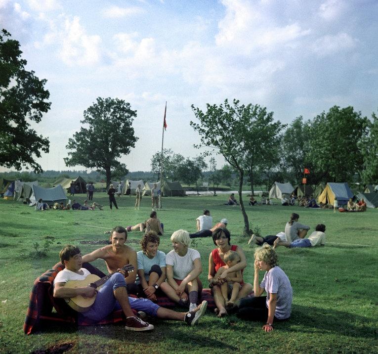 Пионеры, дискотеки и Первомай - советская атмосфера 1970-х