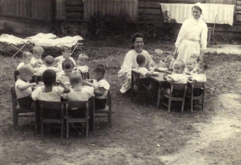 Советское и современное образование Назад в СССР back in ussr Несмотря на многие социальные проблемы того времени система дошкольного образования СССР не только обеспечивала грамотное воспитание детей но и помогала