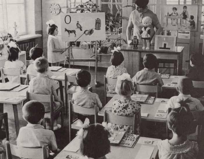 Советское и современное образование Назад в СССР back in ussr Так же важную роль в системе школьного образования играли школы интернаты и продленки которые позволяли родителям не беспокоится за своих детей и