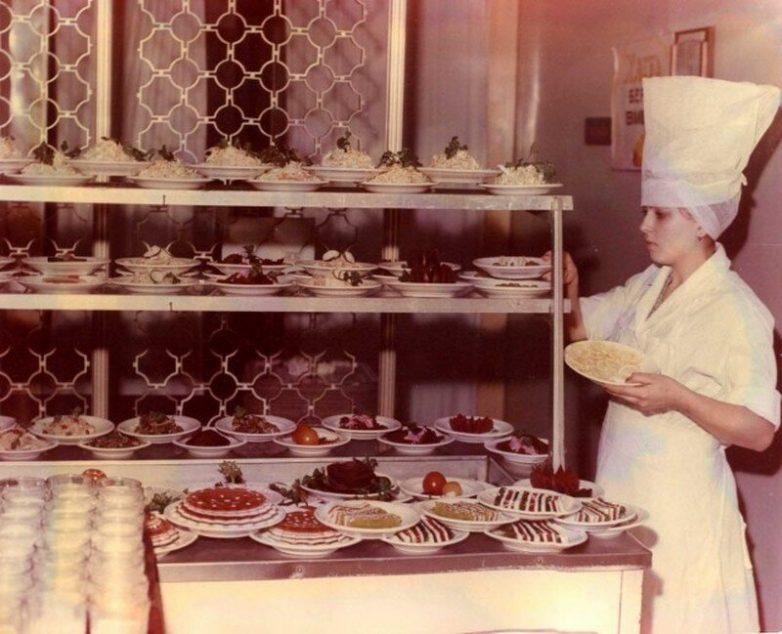 Чем кормили в советских столовых?