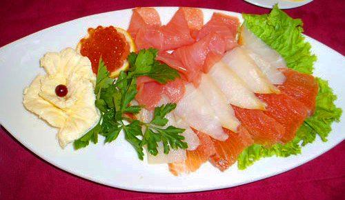 Украшение новогодней нарезки: рыбная тарелка