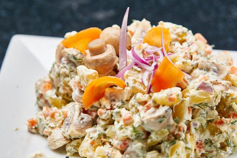 Рецепт вкусного салата с шампиньонами на день рождения с