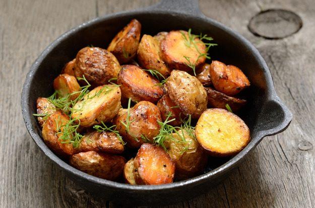 Пожарить картошку с мясом в духовке