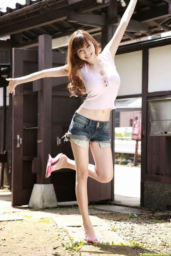 шортах азиатки джинсовых в мини