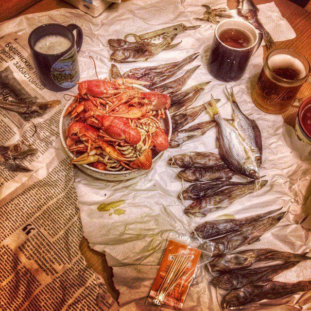 стол с закуской и выпивкой фото