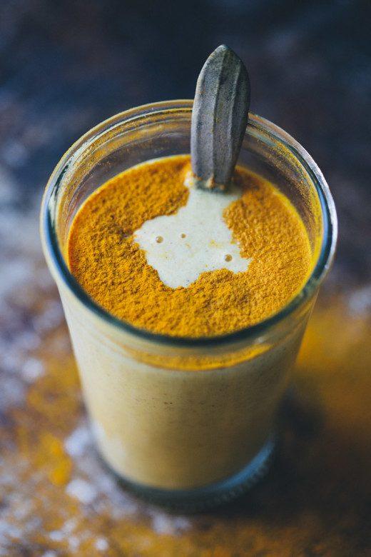 «Золотое молоко»: простой напиток, который может изменить твою жизнь