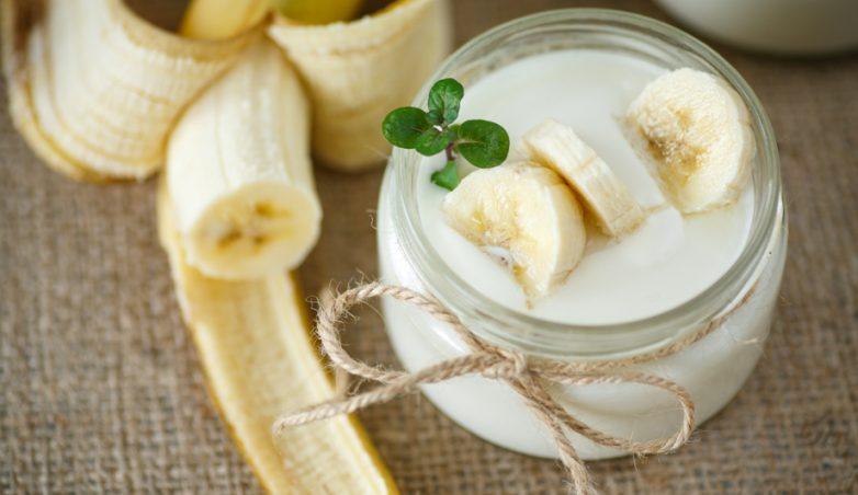 Десерт из банана и молока