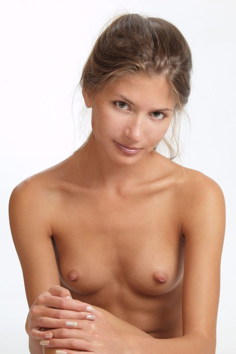 Фото маленькой голой груди 28 фотография