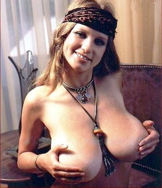 большая грудь ретро фото