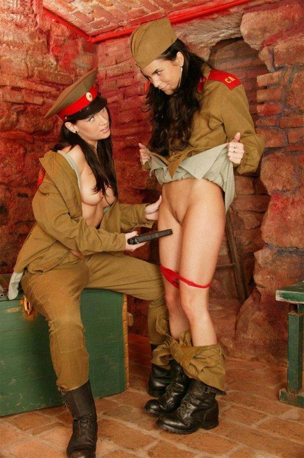 Порно китаянки в военной форме