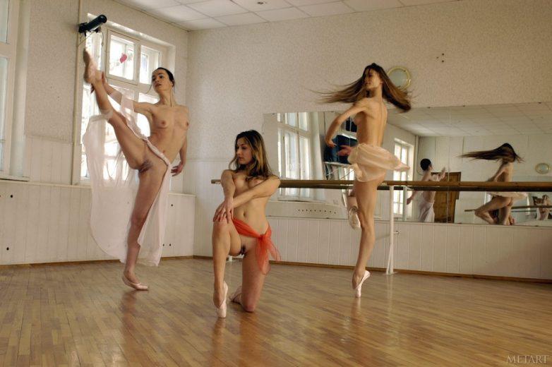 мобильные танцы обнаженных девчонок смотреть порно
