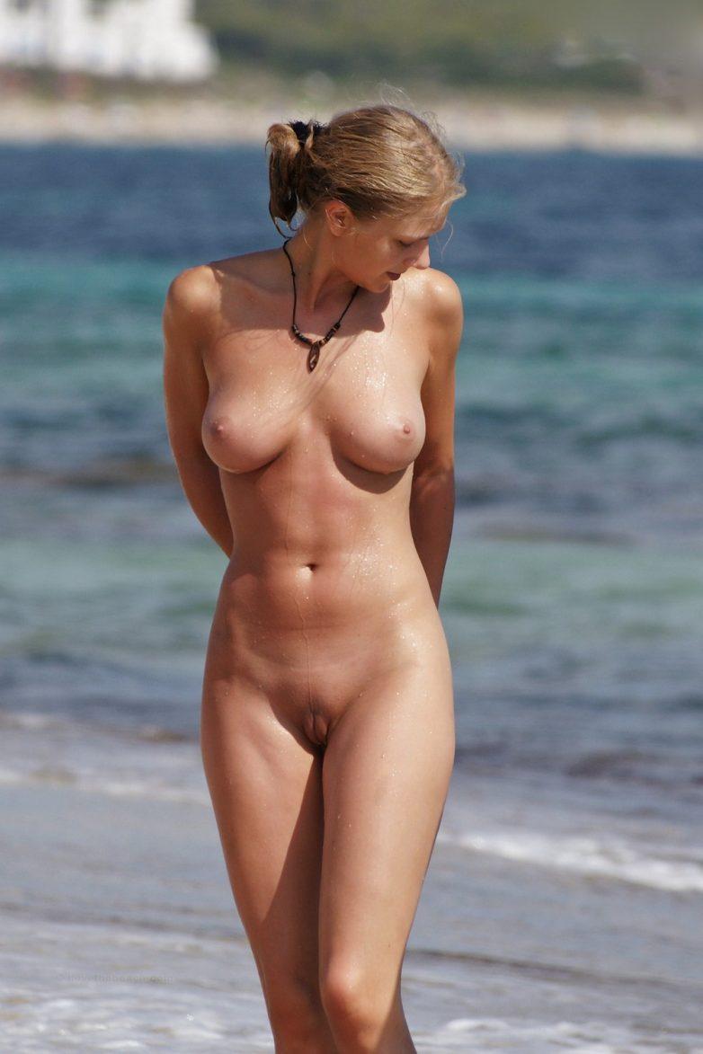 Смотреть нудисты на пляже