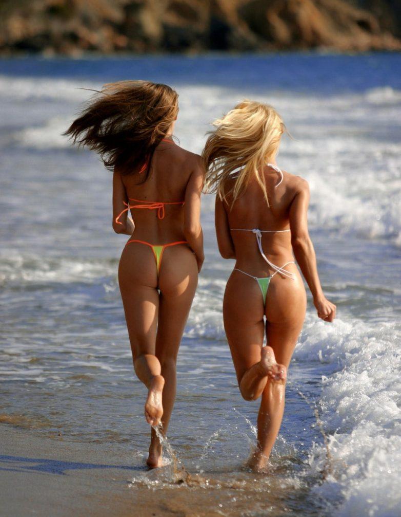 фото голых на пляже бесплатно