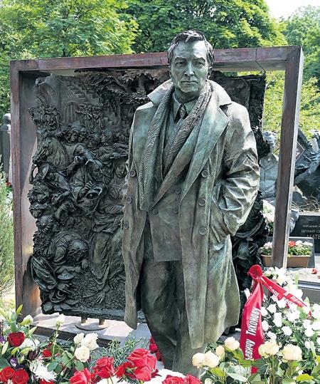 Памятники во владимире на могилу человека установка памятника на могилу цены с Бердск