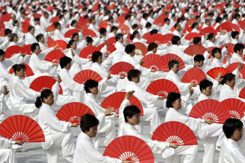 Chinese art crowd