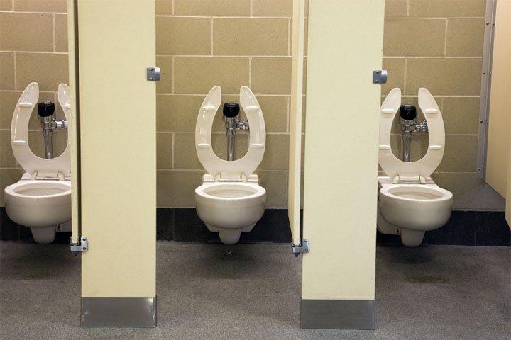 Вот, что можно увидеть в общественном туалете