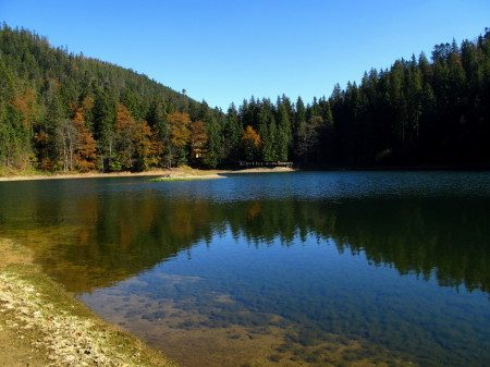 Озеро Синевир весной