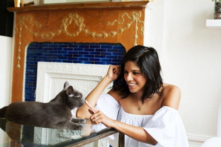 марки домашние ыотограыии девушек с кошками Планета здоровья