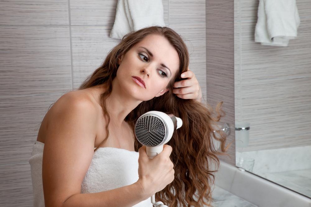Ошибки при использовании фена, которые вредят волосам