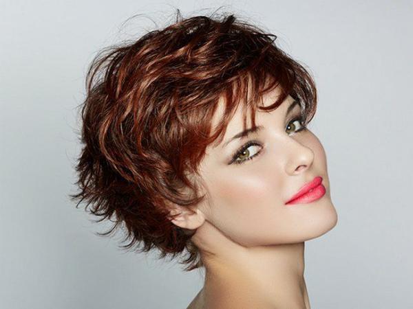 Как придать тонким волосам прикорневой объем