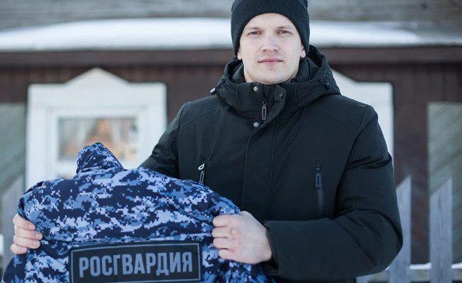 Росгвардеец уволился со службы и пообещал Путину сжечь форму