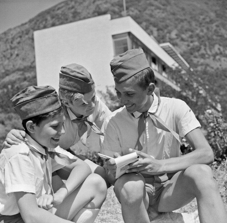 Любовь в пионерских лагерях