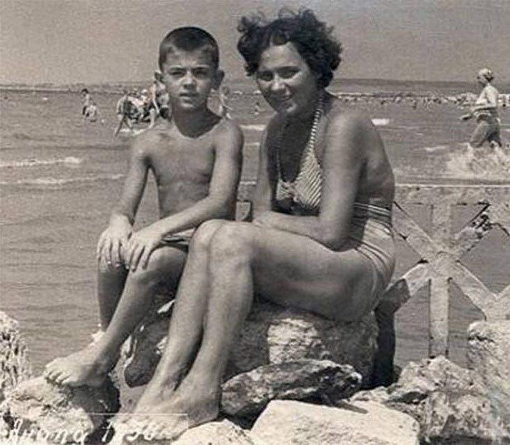 Михаил Боярский и Екатерина Мелентьева, Анапа 1958 год
