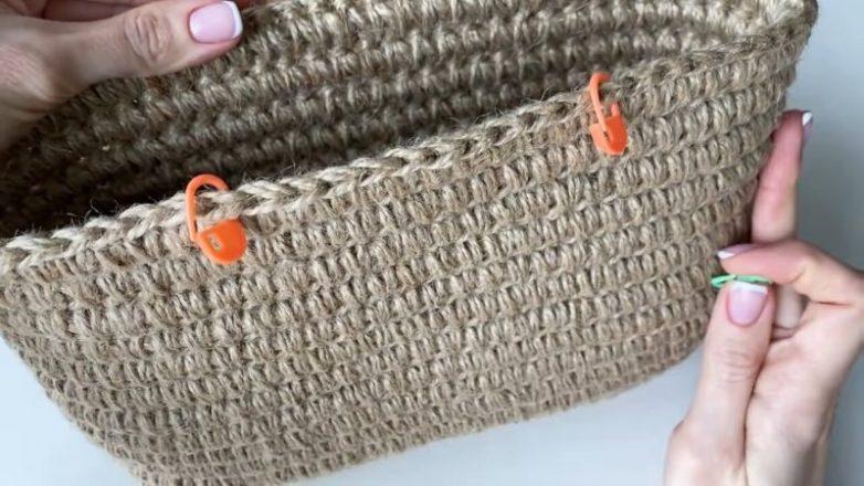 Красивая вязаная сумка из джута
