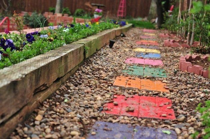 Простой и красивый декор для сада