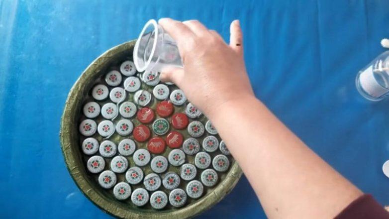 Интересные идеи из металлических крышек от бутылок