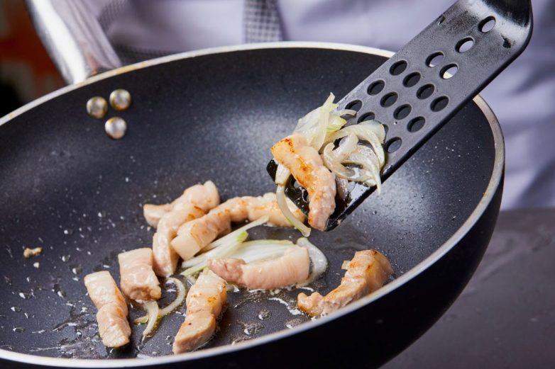 Правда и мифы про посуду с антипригарным покрытием