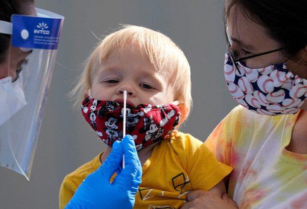 Назван наиболее уязвимый к коронавирусу возраст детей