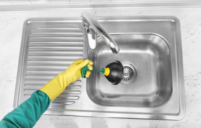 Дедовский способ быстро устранить засор в раковине без бытовой химии и вантуса