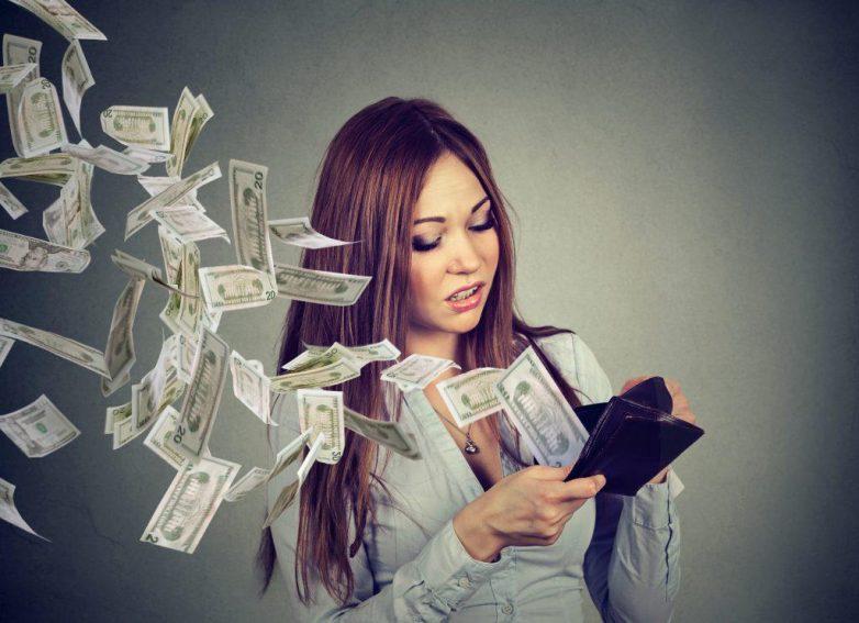 10 вещей, на которые давно уже пора перестать тратить деньги: рейтинг пользователей сети