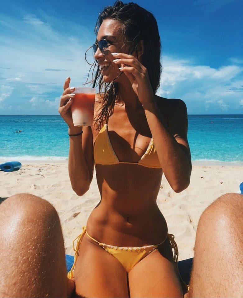 юной танцовщицы подборка частных фото лето солнце море пляж несколько
