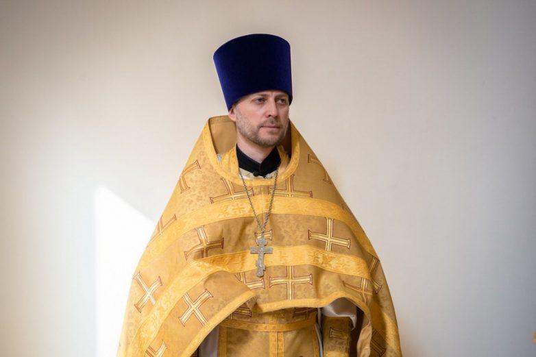 Священник-медбрат из Парижа рассказывает о своей работе