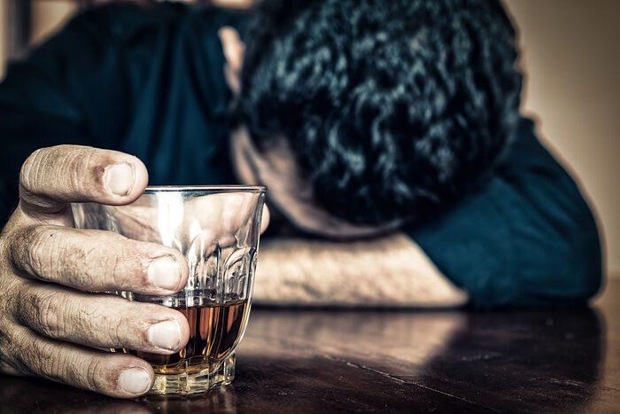 Почему люди увлекаются алкоголем