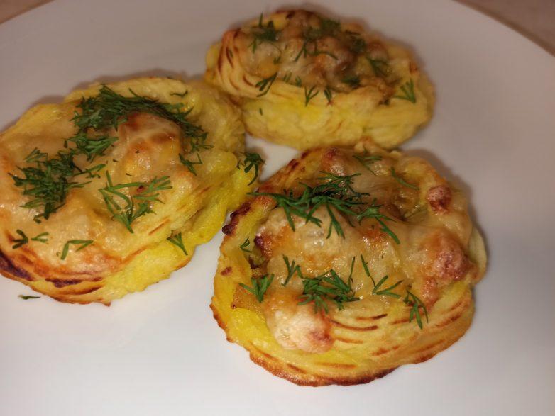 Картофельные гнёзда с  грибами, курицей и сыром