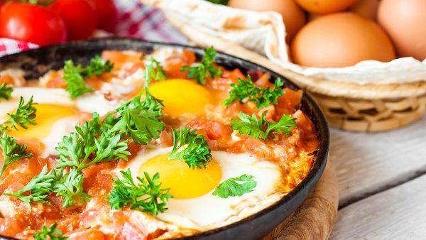 Шакшука - сытный завтрак из яиц по-еврейски