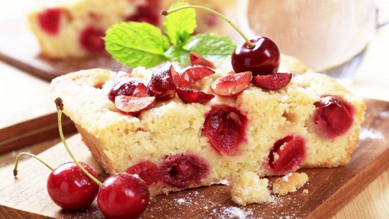 Пирог с вишней на кефире - самый простой рецепт