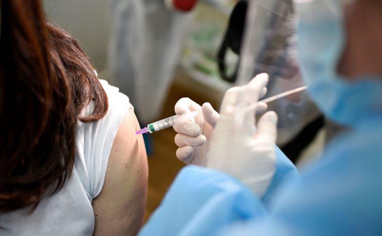 После прививки от COVID-19 на Украине умерла военнослужащая