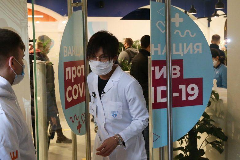 Иммунологи предлагают усилить защиту от коронавируса троекратной прививкой