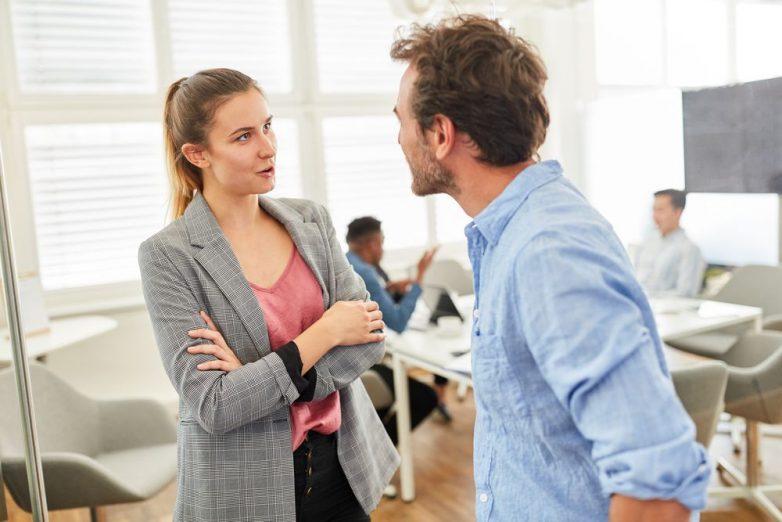 Риск заражения коронавирусом при разговоре