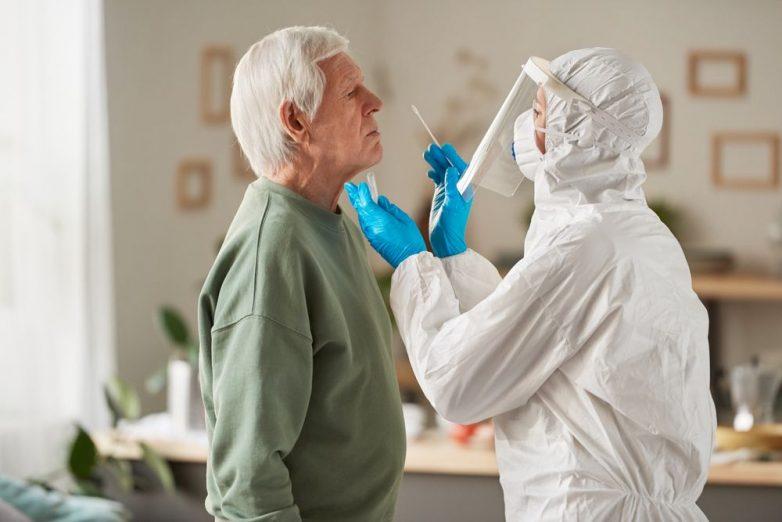 Опасное осложнение коронавируса у пожилых