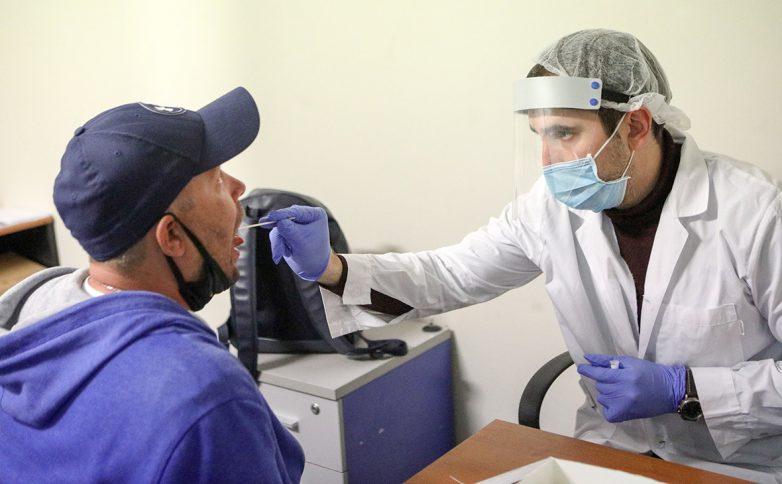 Как долго воздух остается заразным после заболевшего COVID-19