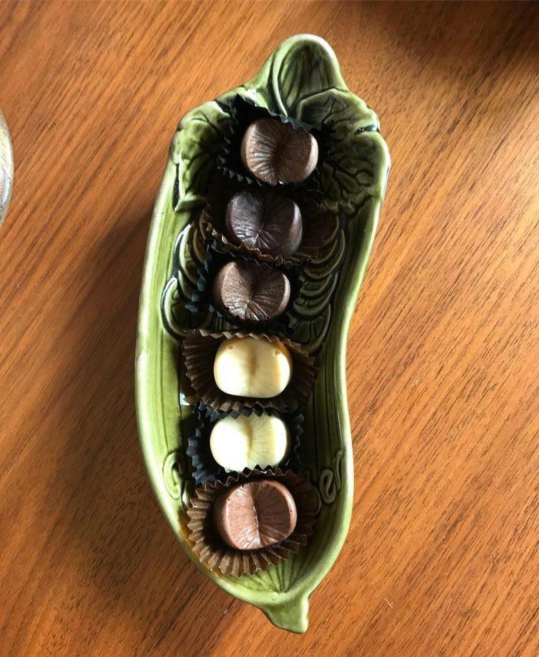 Писец! Шоколадная компания делает конфеты из ануcов своих клиентов