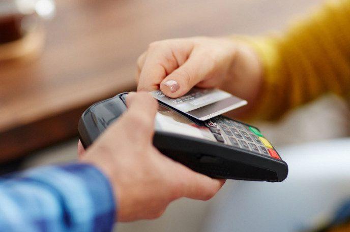 Чем вы рискуете, переводя деньги за счет в ресторане на карту официанта?