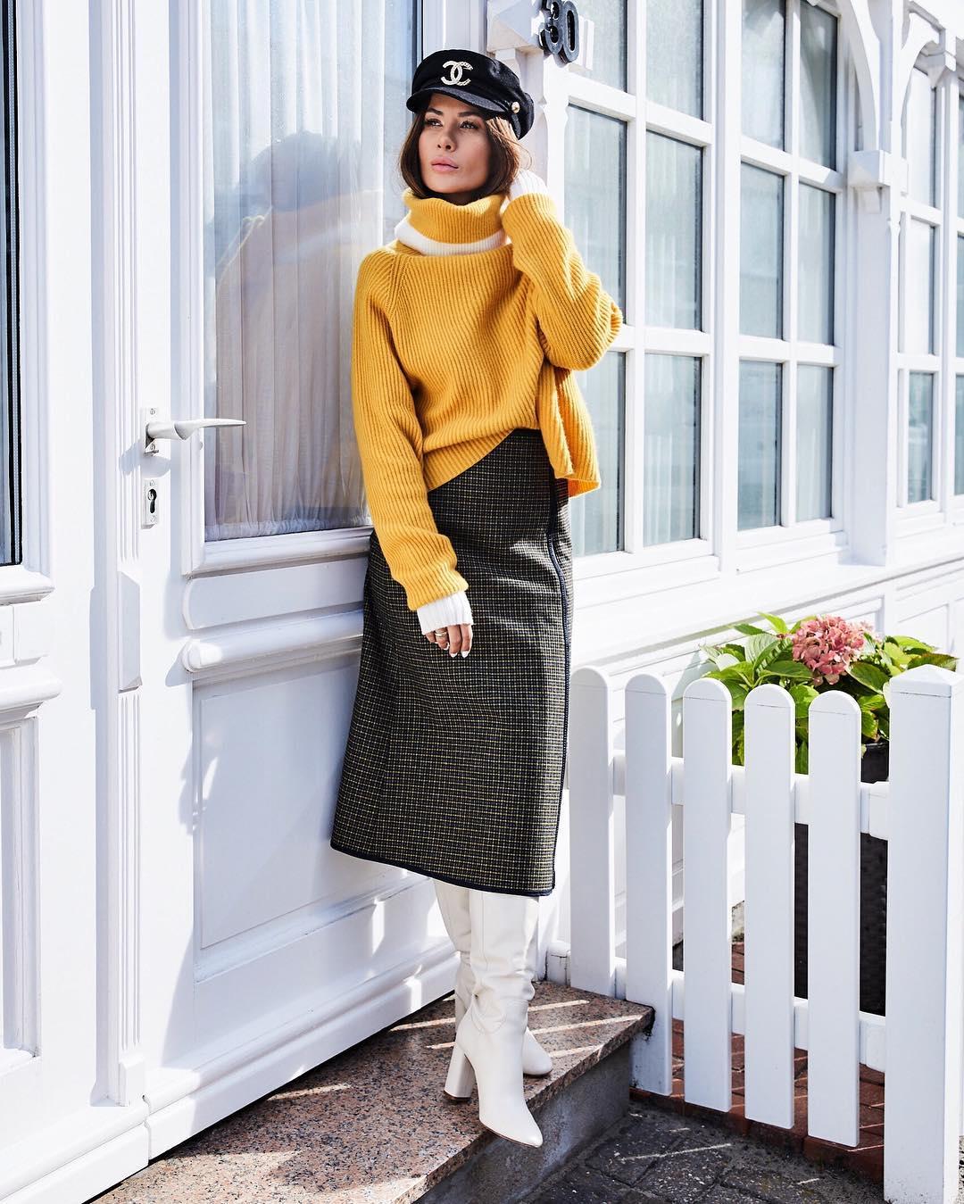 Идеи с чем носить жёлтый свитер и джемпер